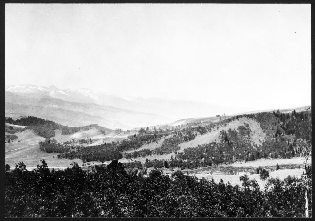 Dry Cottonwood Creek in Wyoming with the souther slopes of the Gros Venture Mountains in the background. Date: 07/1917 Credit: George W. Field U.S. Fish and Wildlife Service/National Archives and Records Administration